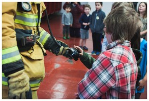 fire fighter showing kids his oxygen coming out